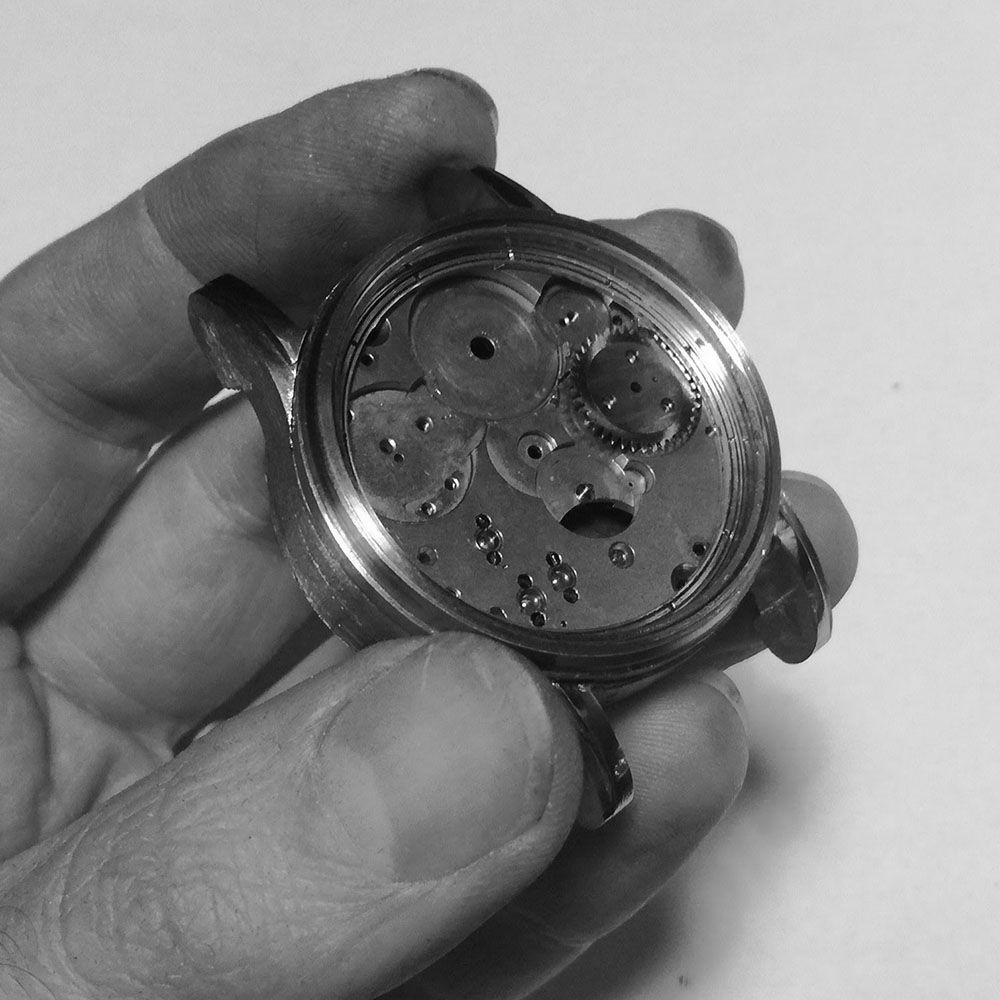 More fine finishing is required, but the general view of the watch (here with the temp. dial, and a gear to see the effect).