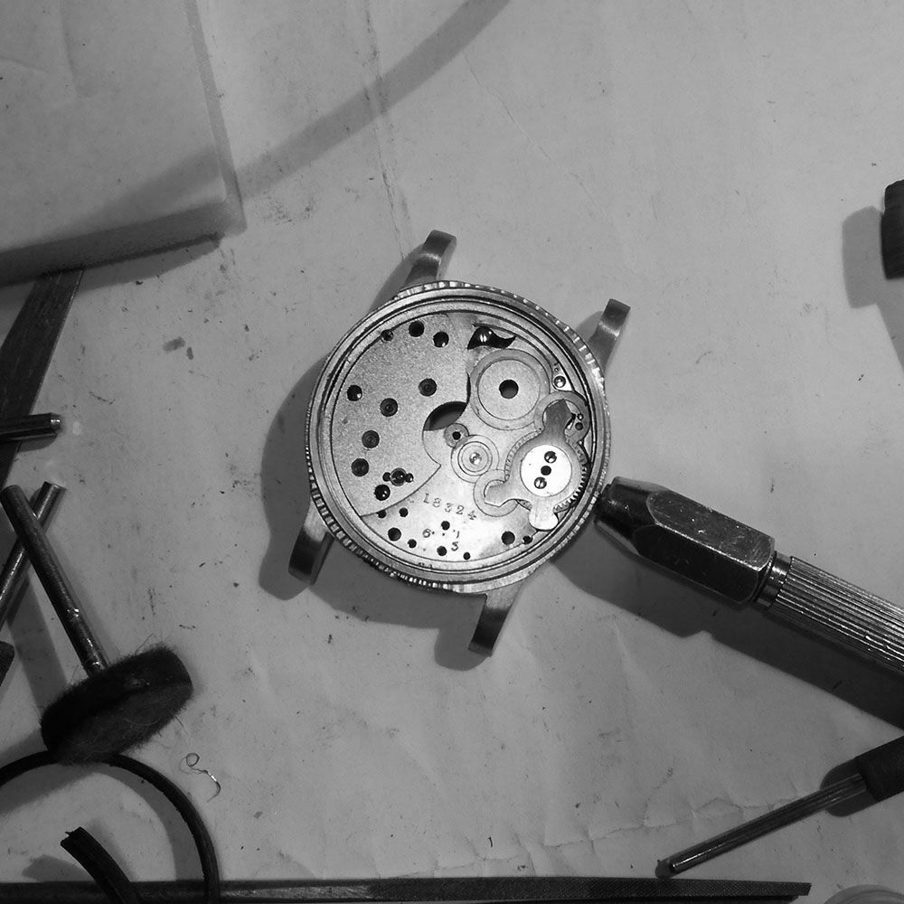 Checking the initial action of pinion with movement in the watch case.